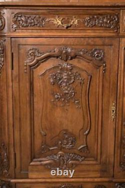 Antique French Louis XV Style Sideboard/Buffet/Server in Solid Oak